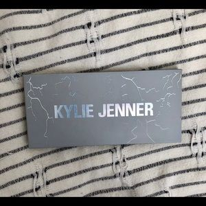 Kylie Cosmetics Makeup - Kylie Costmetics eye of the storm palette